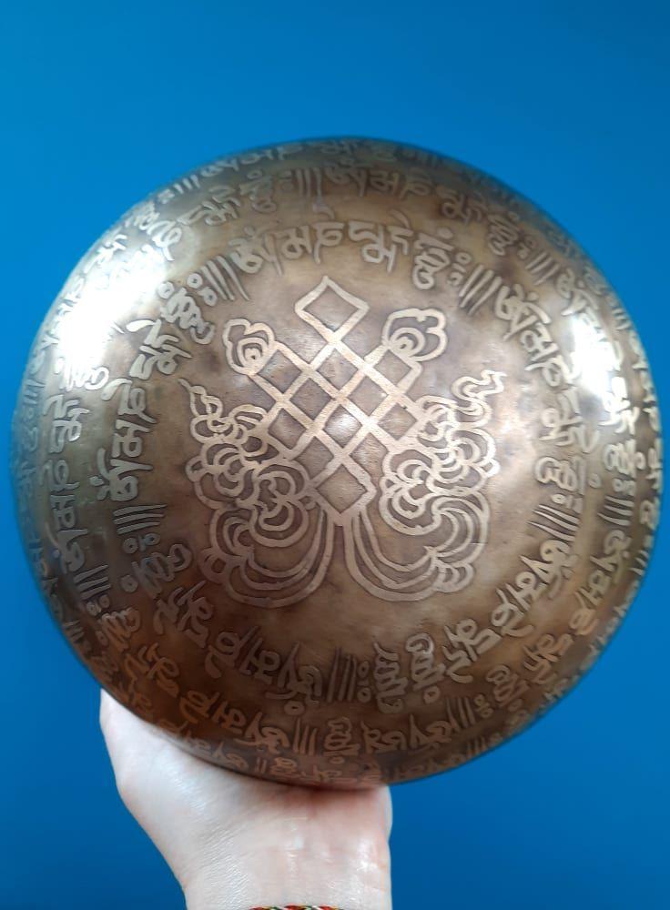 Tibetsky misa Mantra Om Mani Padma Hum (Singing Bowl) -23cm - Double Dorjee